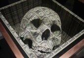 用美元雕刻骷髅头骨