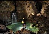 探秘世界最凶险洞穴