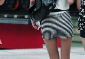 横纹短裙漂亮长腿美女.2
