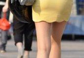街拍黄色短裙裸腿气质美女