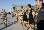 阿尔及利亚失事客机残骸 法军迅速封锁现场