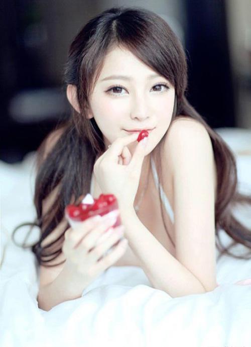 吃樱桃的样子,调皮可爱。