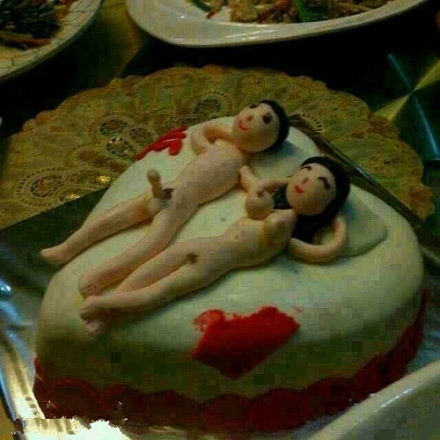 夫妻俩一起过生日,生日蛋糕逆天了