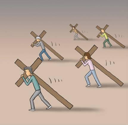 第一幅漫画中,每个人都背负着一个沉重的十字架,在缓慢而艰难地前行!